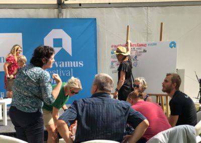 Arvamusfestivalil visuaalset kokkuvõtet tegemas Siiri Taimla