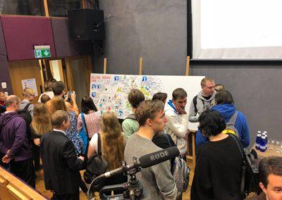 Digital Youth konverentsil visuaalset kokkuvõtet tegemas